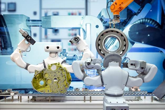 Intelligentes roboterteam, das mit workpice an intelligenter fabrik arbeitet