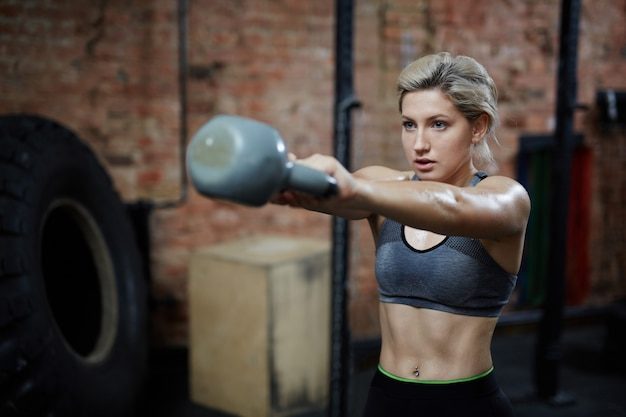 Intensives training mit kettlebell
