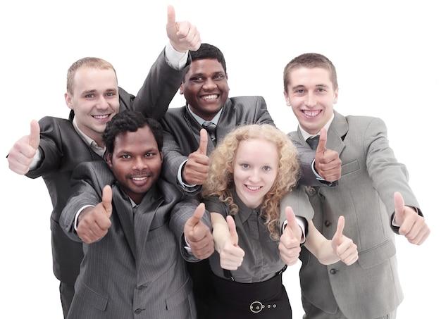 Internationales business-team zeigt daumen hoch
