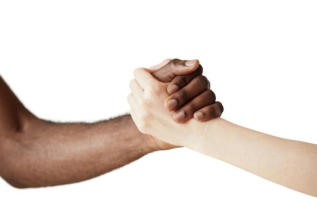 Interracial menschliche hände isoliert