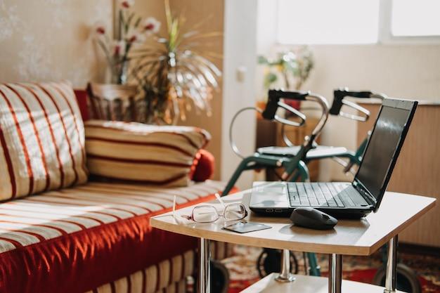 Invaliditätsrente lebensversicherung invaliditätsversicherung für senioren-laptop