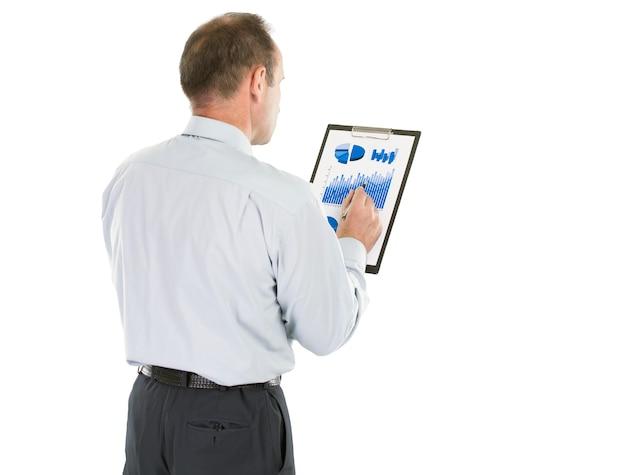 Investor studiert den finanzplan der einnahmen des unternehmens.