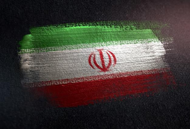 Iran-flagge gemacht von der metallischen bürsten-farbe auf dunkler wand des schmutzes