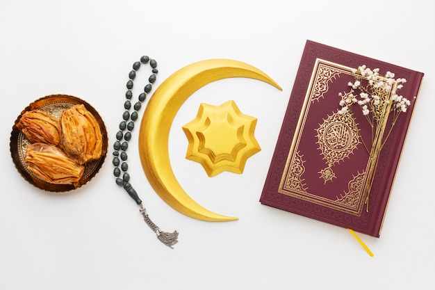Islamische neujahrsdekoration mit koran