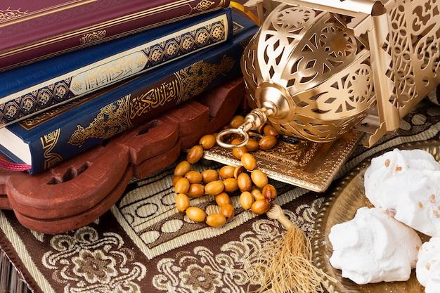 Islamisches neujahrskonzept der nahaufnahme mit misbaha