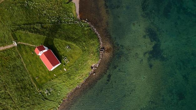 Island-landschaft der schönen kirche