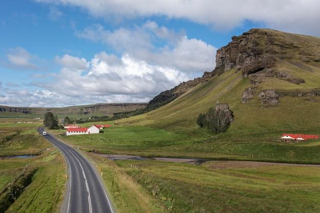Island-landschaft der schönen straße