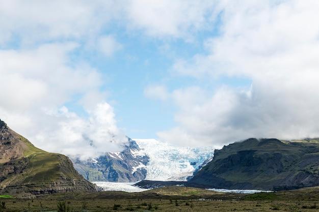 Island-landschaft des schönen himmels