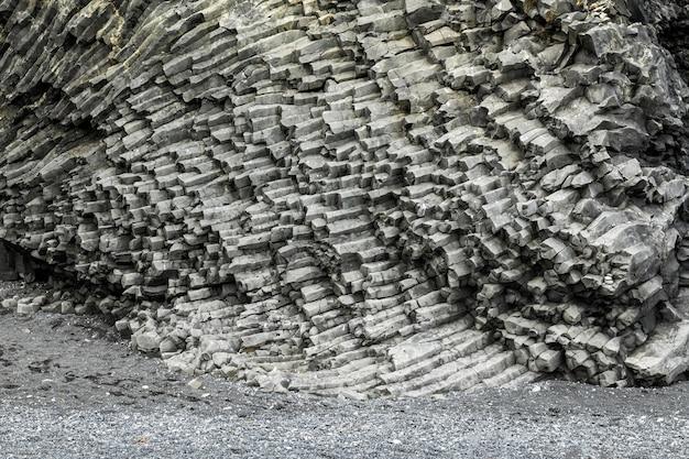 Island-landschaft mit schöner bergbeschaffenheit
