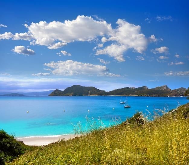 Islas cies-inseln setzen türkis nahe vigo galicia auf den strand