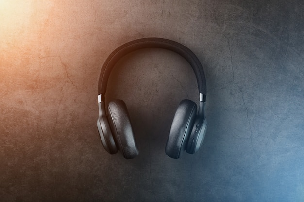 Isolierte professionelle kopfhörer für djs und musiker.