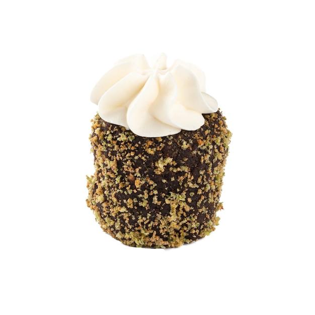 Isolierter russischer schokoladenkartoffel geformter minikuchen