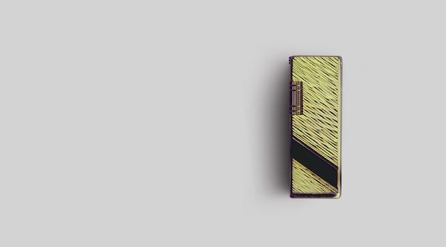 Isoliertes metallisches feuerzeug auf grauem hintergrund, kopienraum für text hinzugefügt.