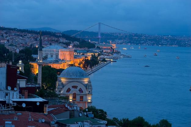 Istanbul, die hauptstadt der türkei, ist eine der alten städte mit einer langen geschichte und vielen historischen orten.