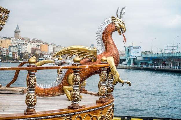 Istanbul galata-nahrungsmittelboote