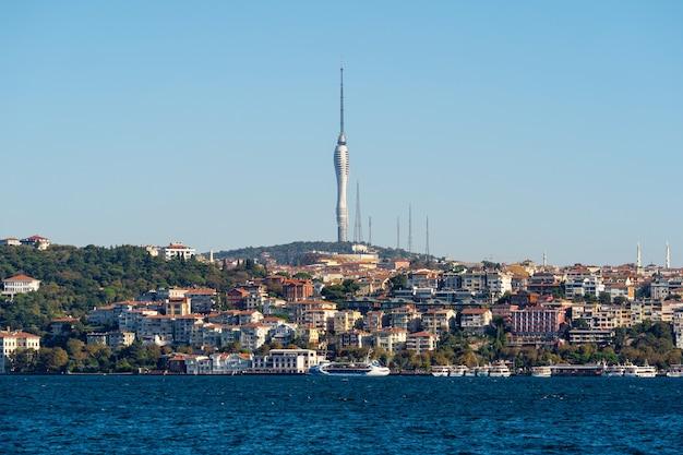 Istanbul stadt und camlica hügel in der türkei.