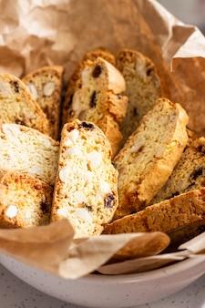 Italienische biscotti mit haselnüssen