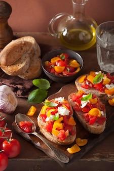 Italienische bruschetta mit tomaten knoblauch olivenöl