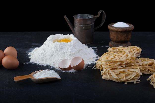 Italienische hausgemachte pasta namens fettuccine