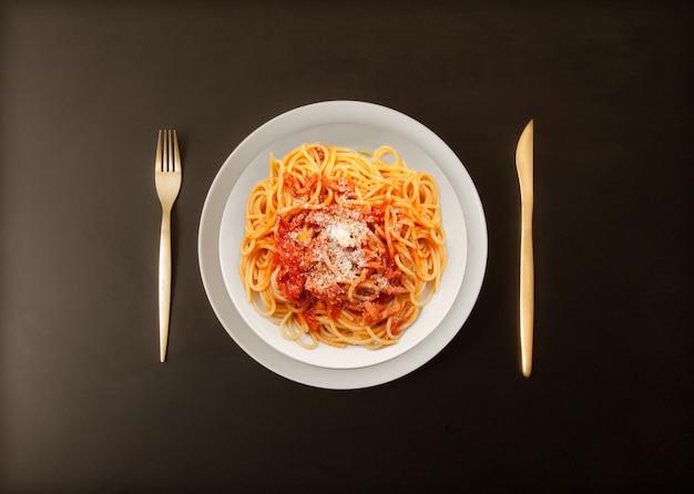Italienische pasta all'amatriciana