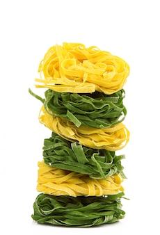 Italienische pasta auf weiß