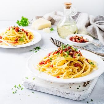 Italienische pasta carbonara