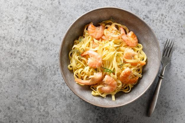 Italienische pasta fettuccine mit meeresfrüchten