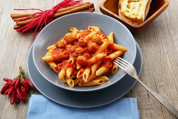 Italienische pasta mit fleischsauce