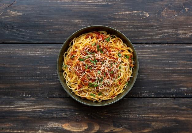 Italienische pasta spaghetti bolognese. nationale küche. rezept. italienisches essen.