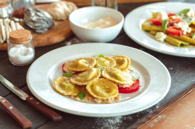 Italienische ravioli in der platte