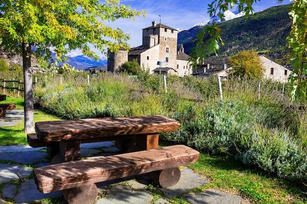 Italienische schlösser. valle d'aosta, schloss sarriod de la tour, italien