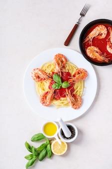 Italienische spaghettinudeln der gebratenen garnelengarnelen