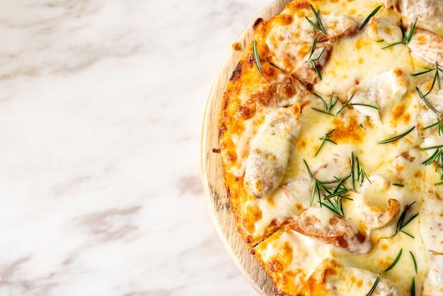 Italienische wurstpizza
