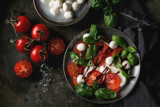 Italienischer caprese-salat