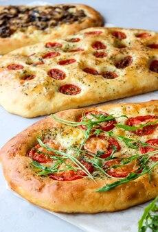 Italienischer focaccia-raumweizenkuchen