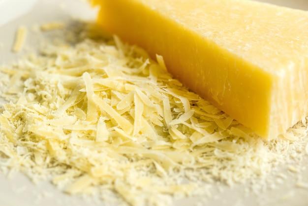 Italienischer parmesan oder parmigiano-reggiano