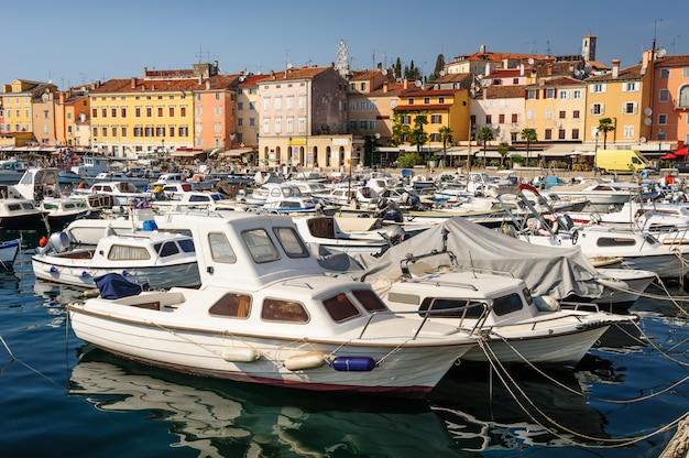 Jachthafen von rovinj-stadt, kroatien