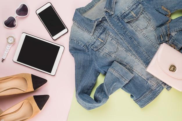 Jacke smartphone sonnenbrille high-heels schuhe
