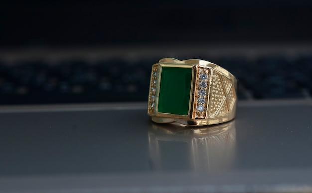 Jade goldring jade mit diamant