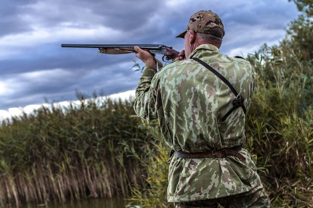 Jagen im see auf wildenten.