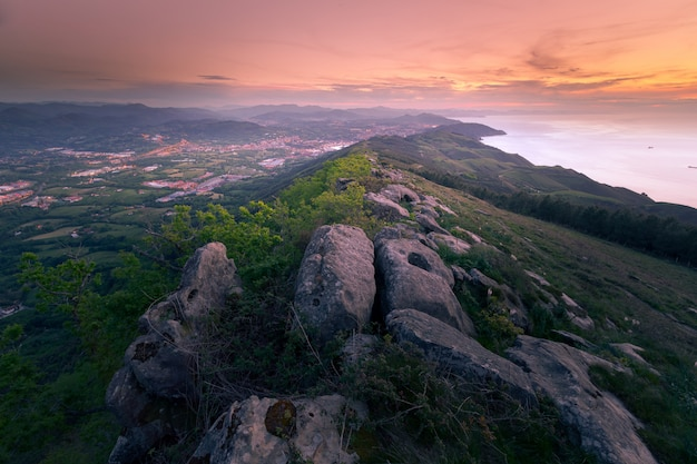Jaizkibel-berg nahe bei der baskischen küste, pais vasco.