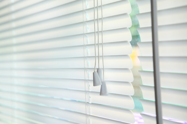 Jalousiefensterdekorationsinnenraum des raumes