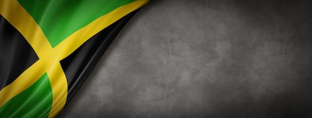 Jamaika-flagge auf betonwand. horizontales panorama-banner. 3d-illustration