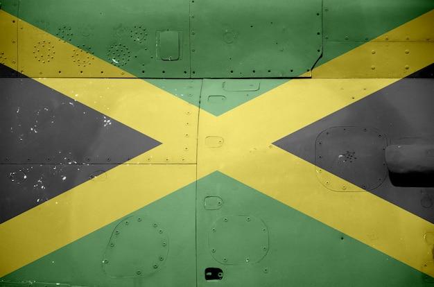Jamaika-flagge dargestellt auf seitenteil der militärischen gepanzerten hubschrauber-nahaufnahme. konzeptioneller hintergrund der armee erzwingt flugzeuge
