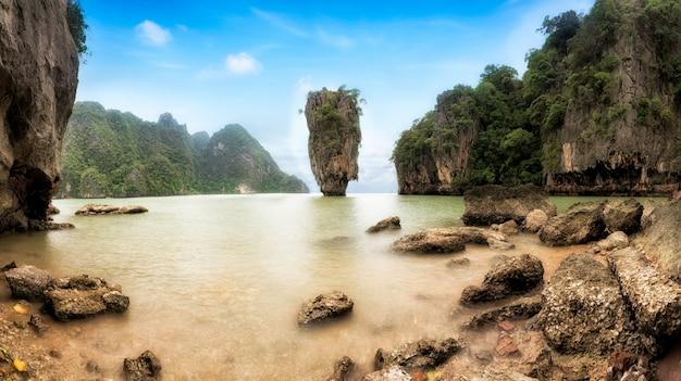James bond island - berühmtes wahrzeichen in phang nga bay, nahe phuket, thailand.
