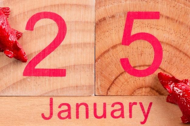 Januar-datum auf holz für chinesisches neues jahr