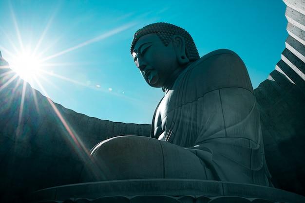 Japanische buddhistische statue von buddha