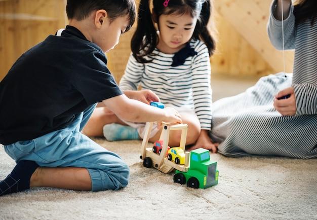 Japanische kinder spielen