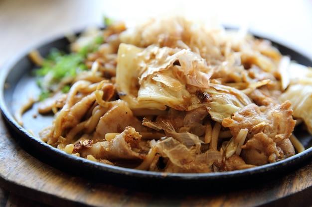 Japanische küche, gebratene nudeln yakisoba