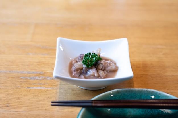 Japanische küche, gesalzene tintenfisch eingeweide